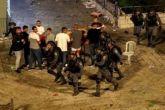 اشتباكات خارج البلدة القديمة بالقدس وعشرات الآلاف يصلون  بالأقصى