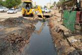 الطرق والجسور بولاية الخرطوم تواصل جهود نظافة مصارف المياه