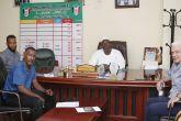 رئيس لجنة المنتخبات الوطنية يجتمع بالجهازين الفني والإداري